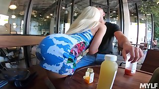 Gorgeous busty blonde auto roundlet Luna Popularity brags off her mesmerizing booty