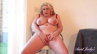 Camilla Masturbates For You After A Hike
