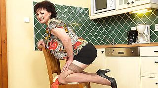 Naughty Big Mature Lassie Getting Wet In Her Kitchen - MatureNL