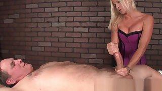 Masseuse mistreats cock hither hj massage