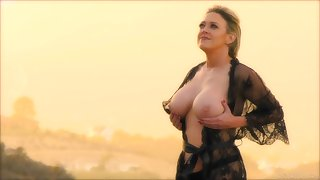 Turned off sexy housewife Dee Williams flashes her gorgeous boobies outdoors