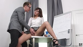 Secretary Katty Blessed drops first of all her knees with regard to please her boss